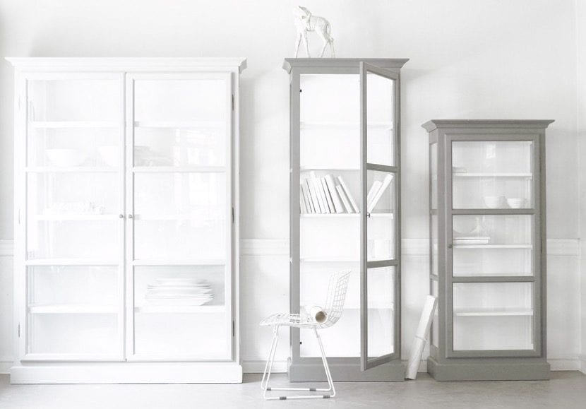 Decora tu hogar con vitrinas de ikea for Ideas para decorar una vitrina de salon