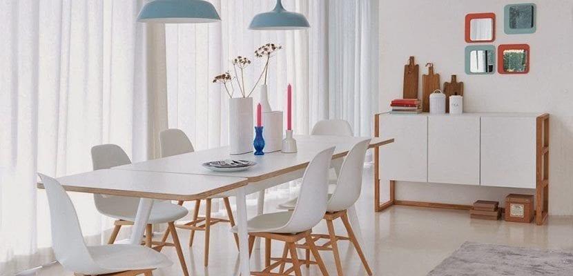 Salón en blanco y madera
