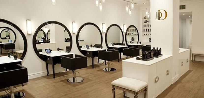 C mo decorar una peluquer a de dise o for Disenos de espejos para peluqueria