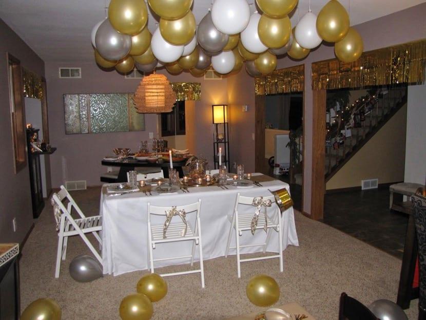 decoración de año nuevo dorado y blanco