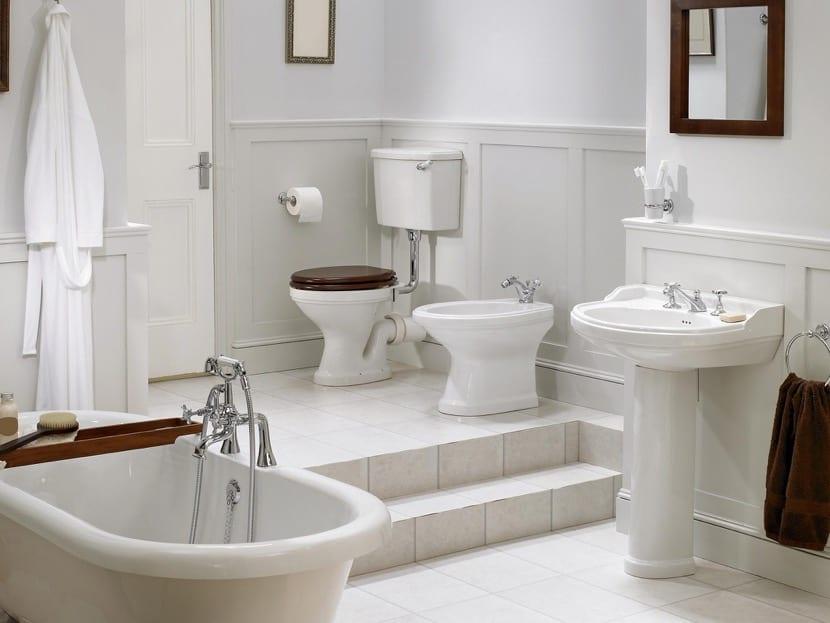 bañera independiente en bonito baño