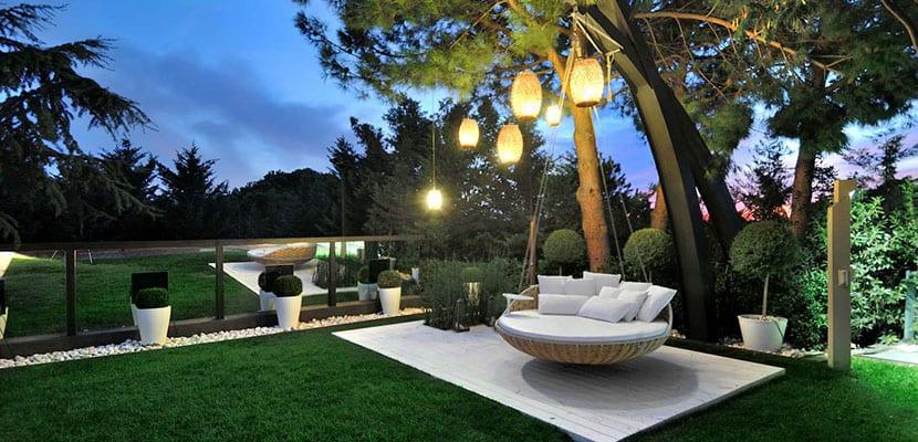 Iluminación en el jardín