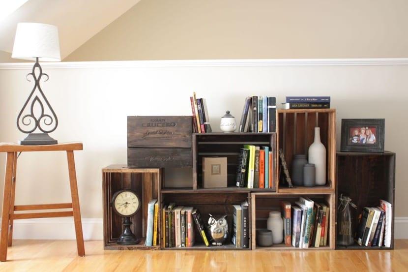 cajas de madera como estanteria modular