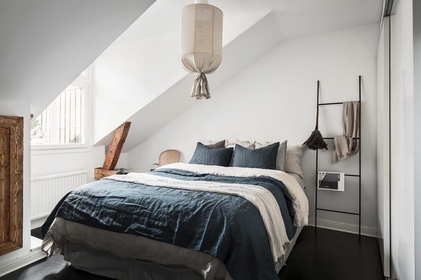 dormitorio bonito en la buhardilla