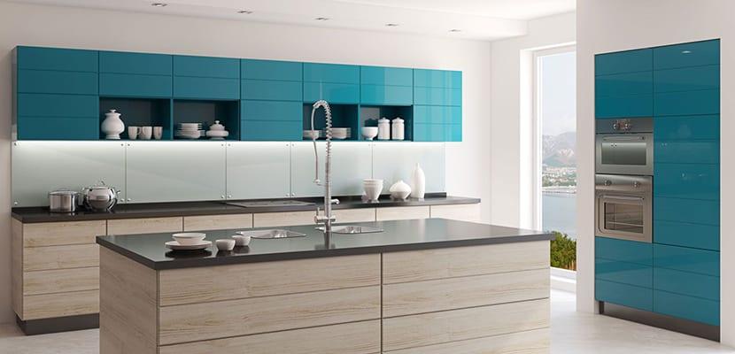 Cocina de diseño colorida