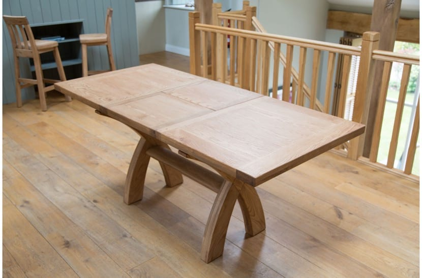 mesa de madera que se extiende