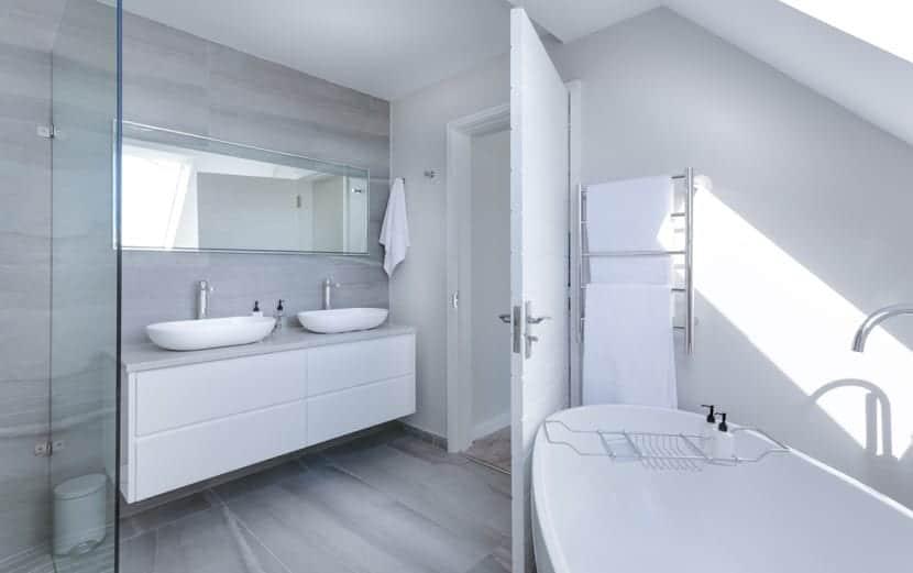 baño ventilado y limpio