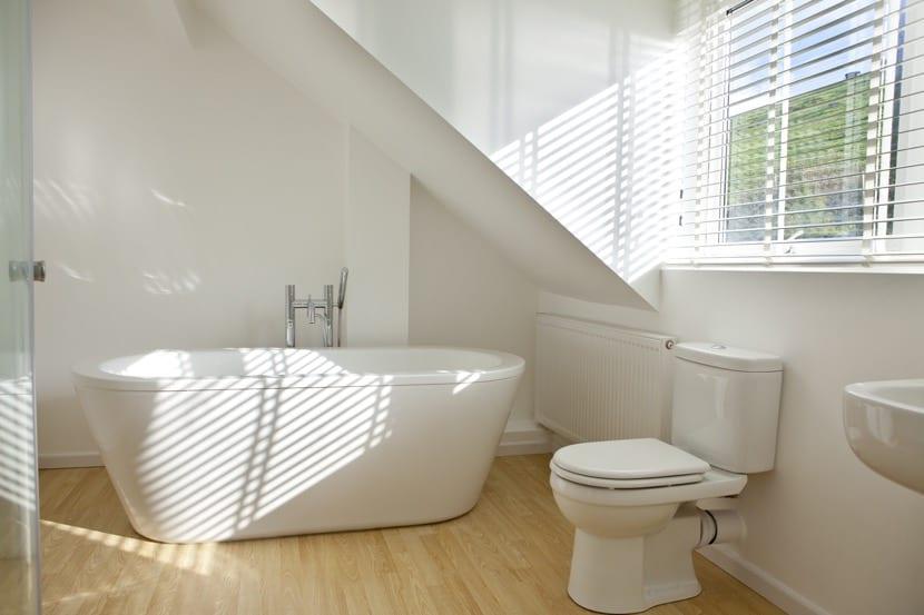baño sin humedad bien ventilado