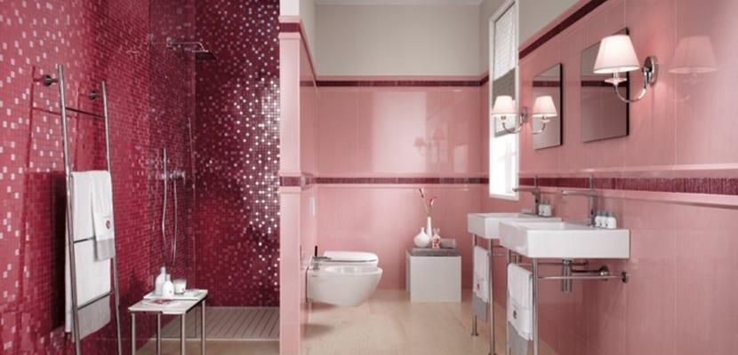Azulejos rosas de baño