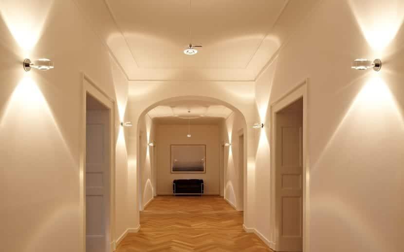 bonito pasillo bien iluminado