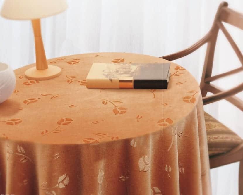mesa camilla naranja