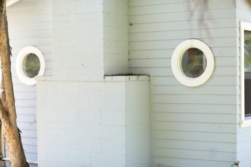 ojos de buey en la pared