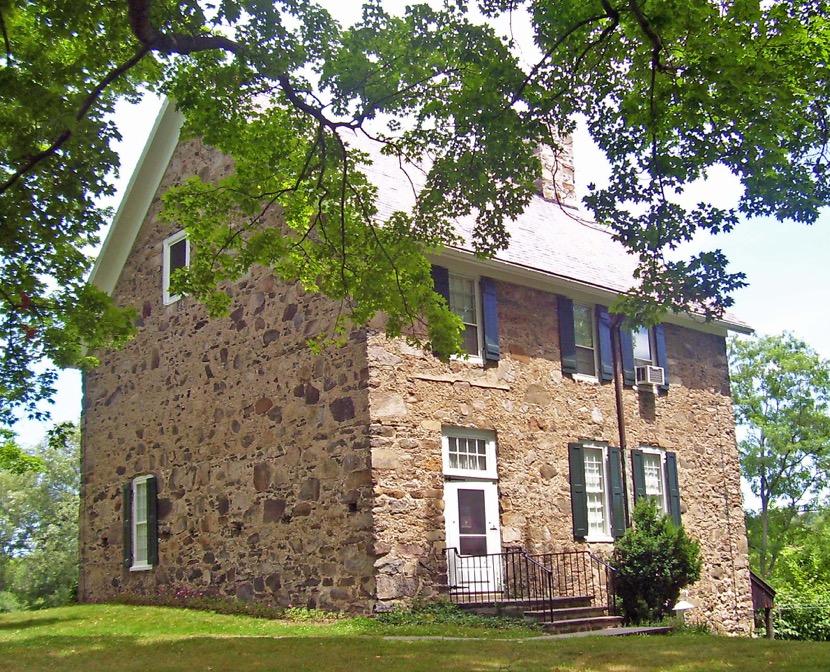 casa de piedra en el campo
