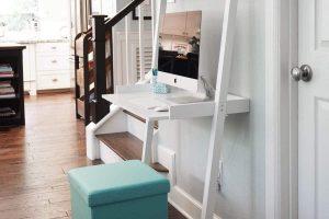 pequeño escritorio blanco