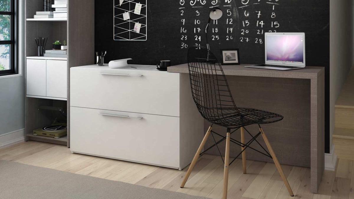 pequeño escritorio en el salon