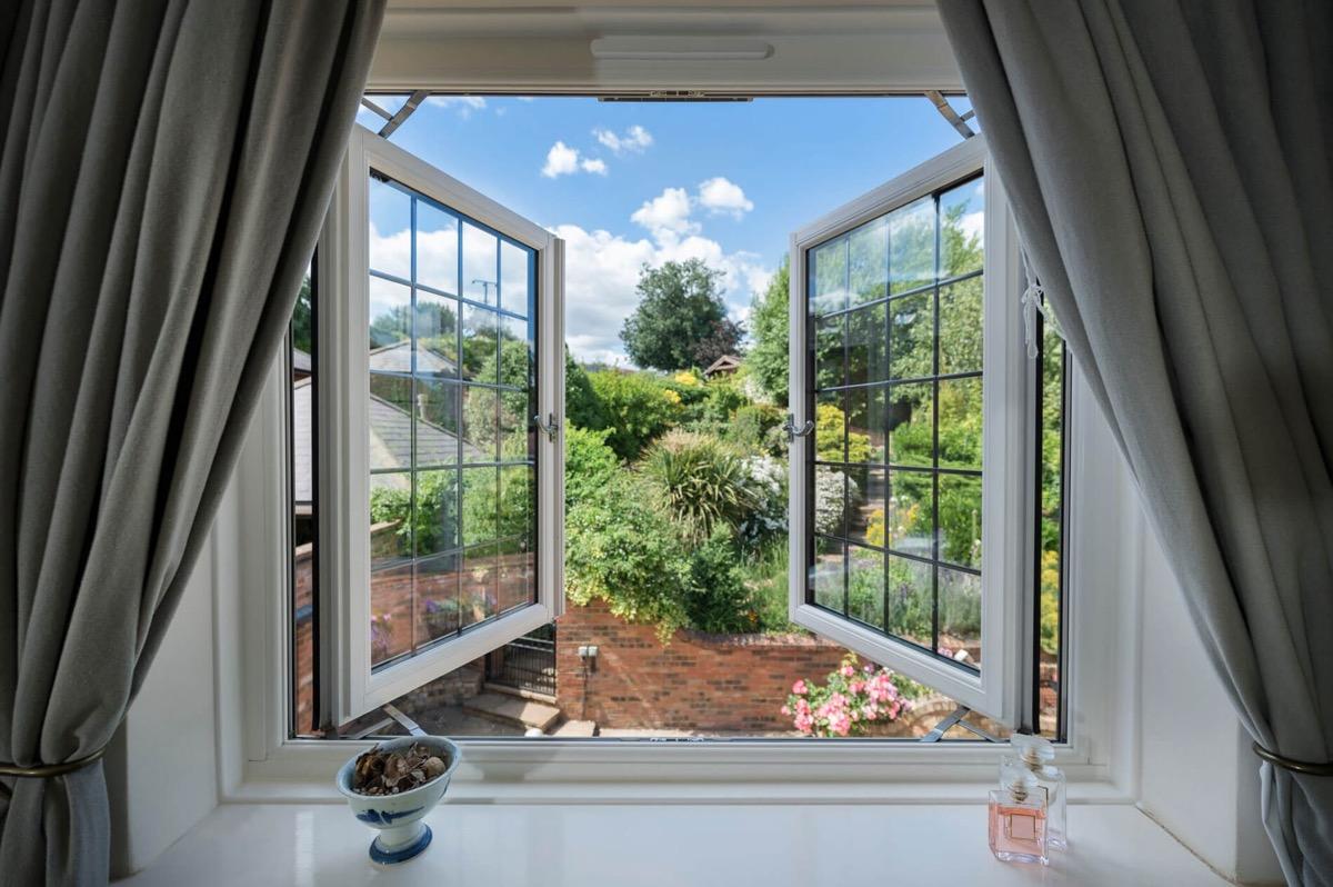 ventanas de doble acristalamiento abiertas