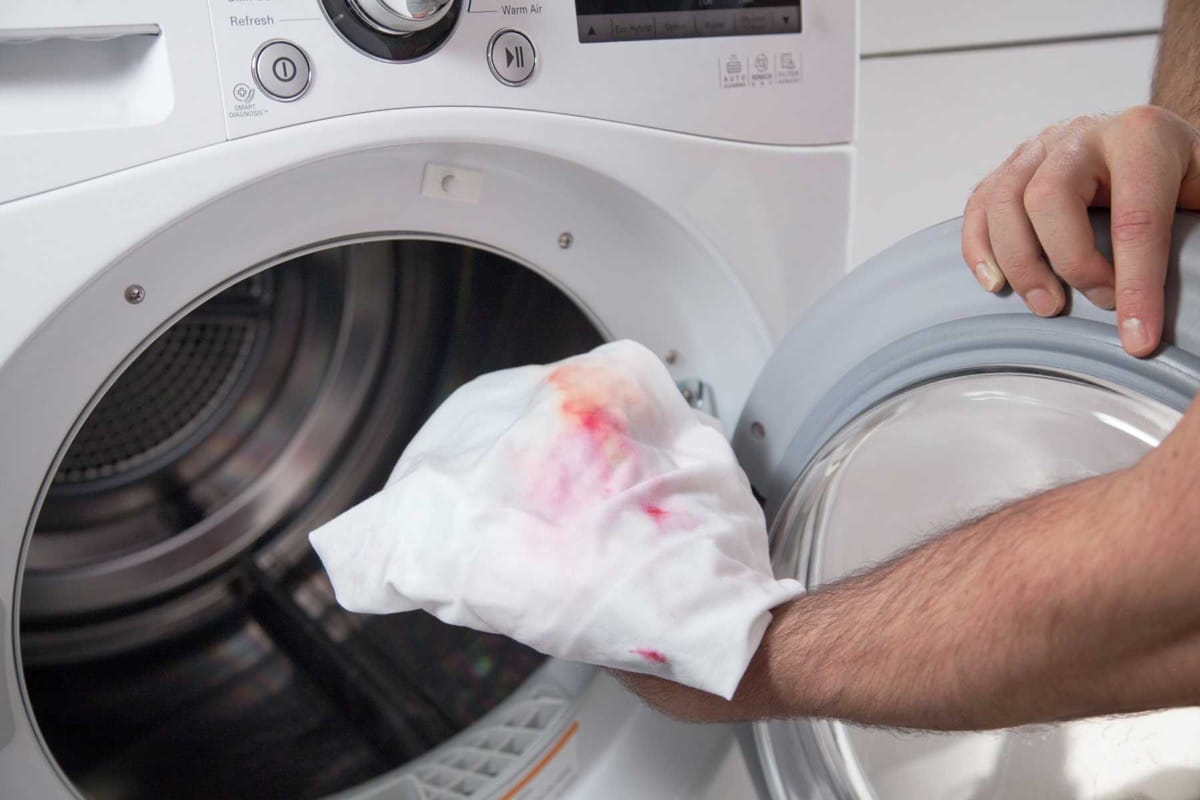 meter ropa con manchas en la lavadora