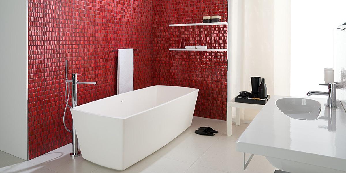 Baño en tonos rojos