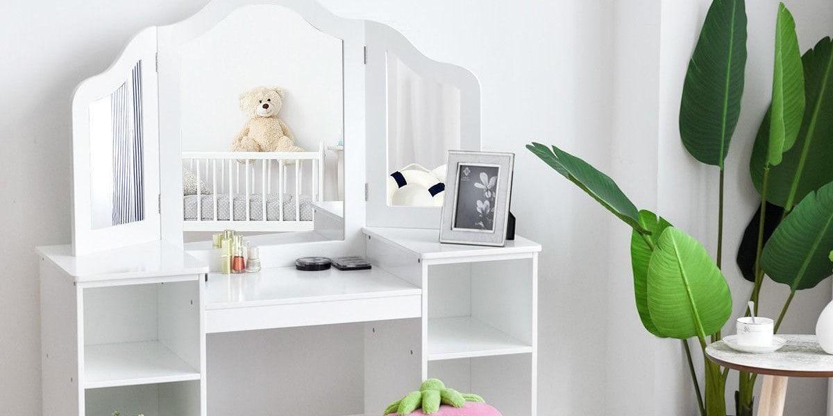 Tocador para niña en el dormitorio