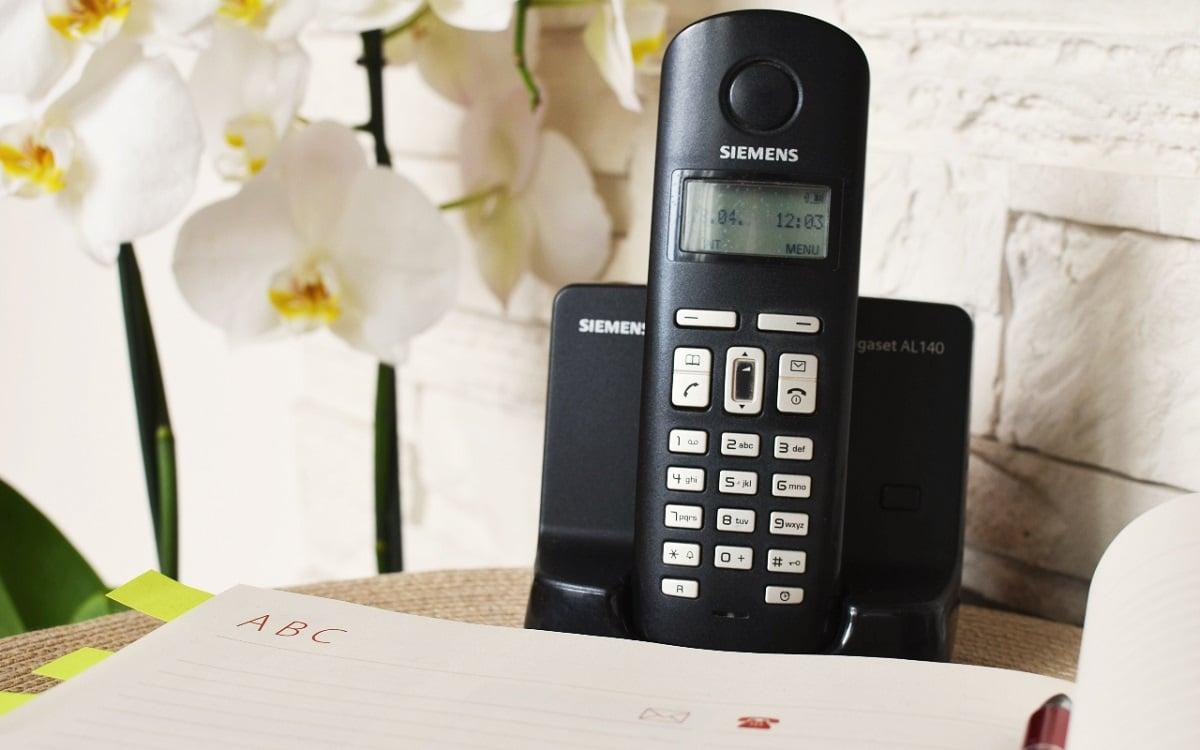 telefono inalambrico fijo en decoracion