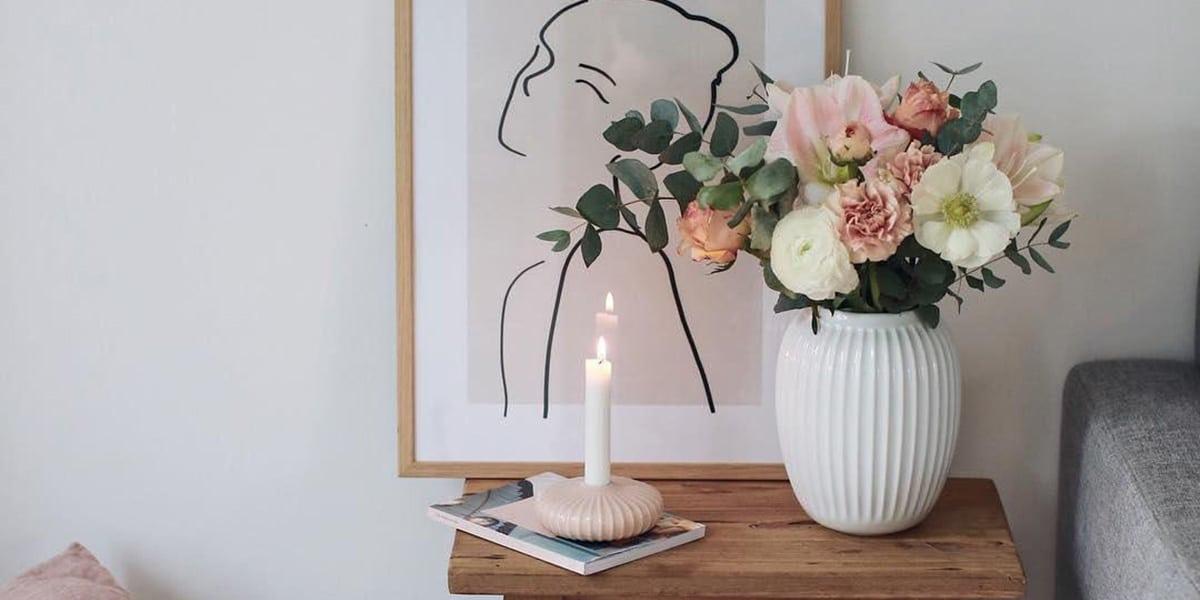 Jarrones con flores artificiales