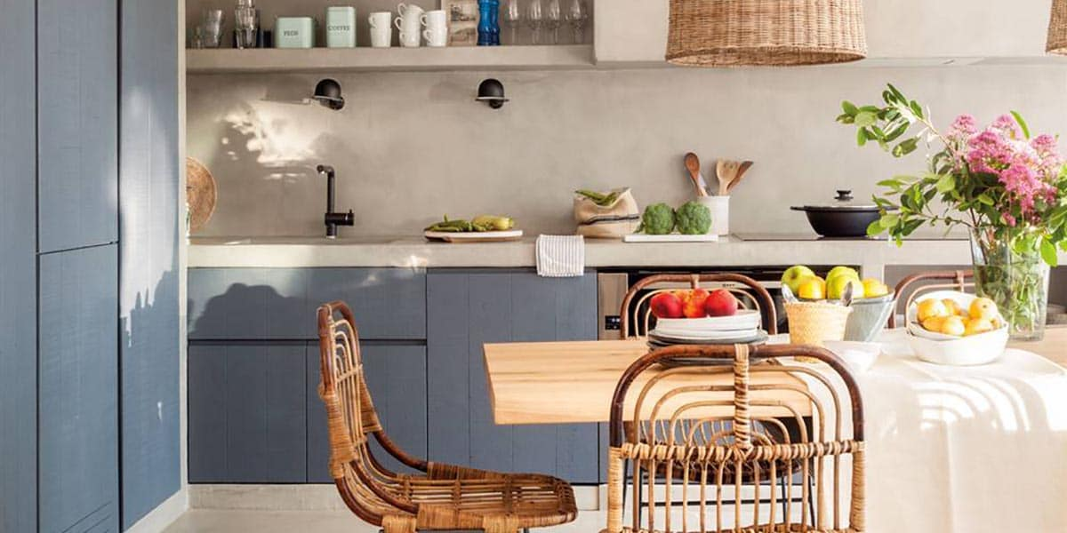 Cocina pintada sin azulejos