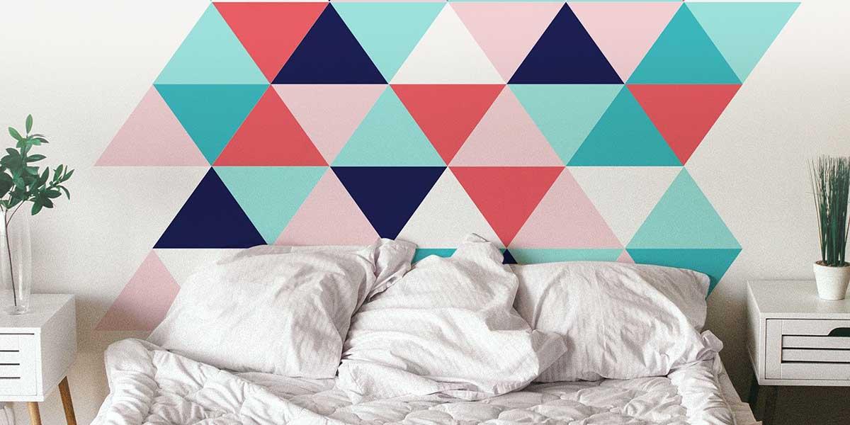 Pintura con figuras geométricas en las paredes